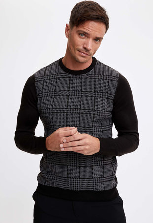 Kerek nyakú mintás pulóver