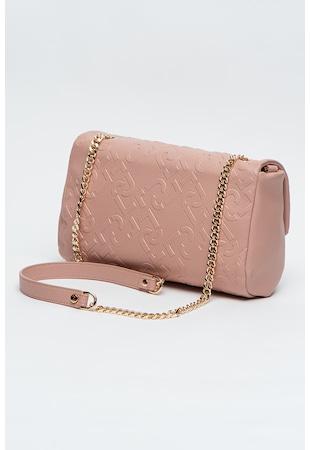 Чанта от еко кожа с релефен монограм