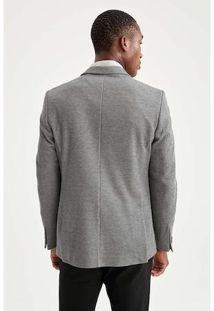 Вталено сако с пришити джобове