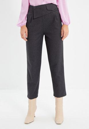 Pantaloni crop cu detaliu in talie