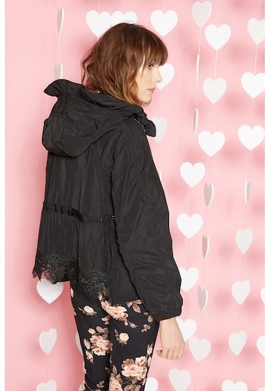 Vékony dzseki kapucnival és horgolt csipke részletekkel - Motivi ... 189d3e1dde