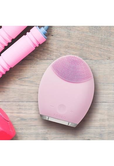 FOREO Dispozitiv de curatare a tenului  LUNA Sensitive/Normal Skin, 8000 oscilatii, 8 viteze, acumulator, Hipoalergenic, Roz pal Femei