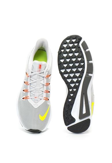 Nike Quest futócipő kontrasztos részletekkel férfi