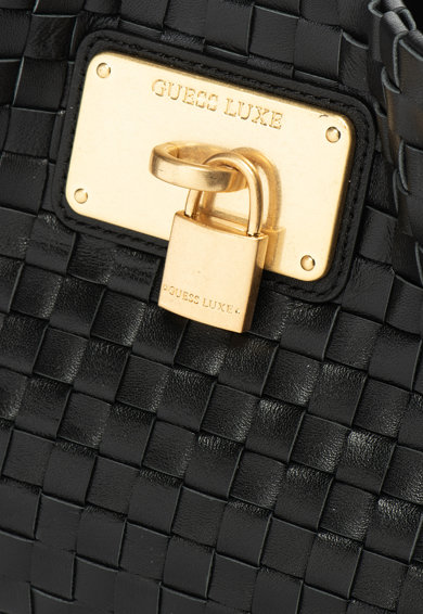 Guess Кожена чанта със сплетен ефект Жени