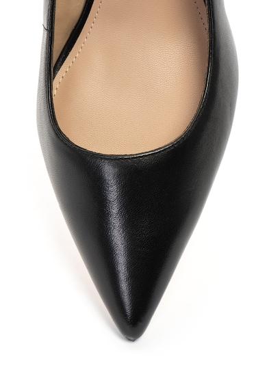 Guess Hegyes orrú nyersbőr cipő díszített sarokpánttal női