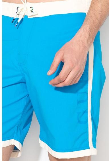 Guess Pantaloni scurti de baie cu garnituri contrastante Barbati