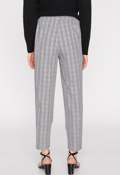 KOTON Pantaloni crop in carouri, cu dungi laterale Femei
