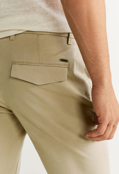Mango Панталон Pratos със стеснен крачол Мъже
