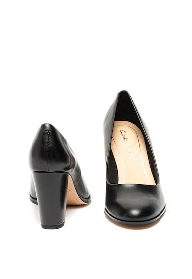 Clarks Pantofi cu toc masiv Kaylin Cara Femei