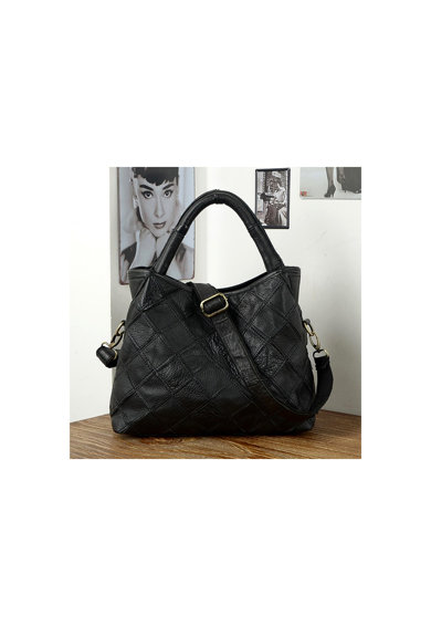 Pellearts fekete női táska, fonott bőr női