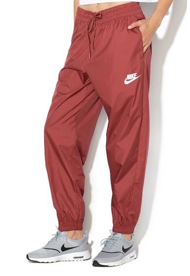 Nike Панталон със стеснен крачол Жени