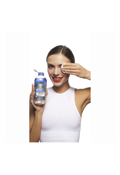 Garnier Apa micelara  Skin Naturals Bifazica cu Apa de Albastrele, pentru ten sensibil, 400 ml Femei