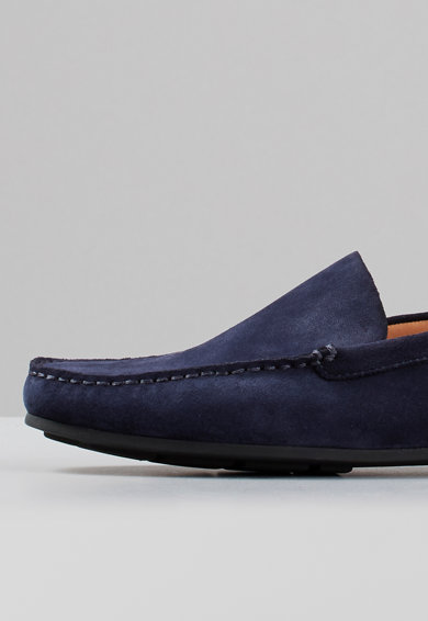 Vagabond Shoemakers Pantofi loafer de piele intoarsa cu cusaturi in relief Wayne Barbati