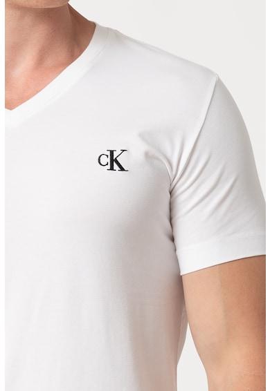 CALVIN KLEIN JEANS V-nyakú póló logóhímzéssel férfi