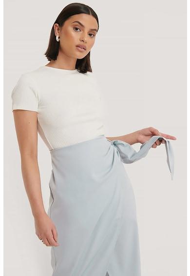 NA-KD Bluza cu striatii si decupaj pe partea din spate A Femei