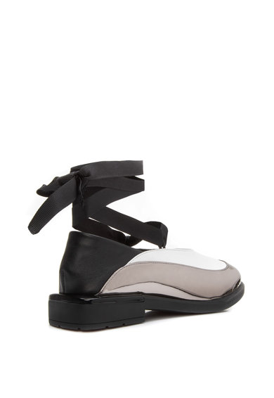 Il Passo Кожени обувки Evancescent с лачени зони и връзки Жени