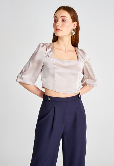 Trendyol Crop fazonú felső szögletes nyakrésszel női