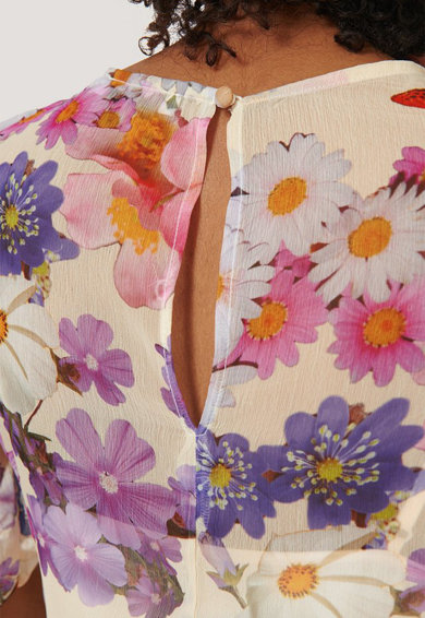 NA-KD Enyhén áttetsző virágmintás midiruha női