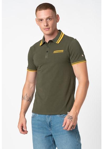 GUESS JEANS Galléros póló kontrasztos részletekkel férfi