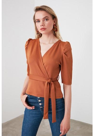 Trendyol Блуза с шпиц деколте и застъпване Жени
