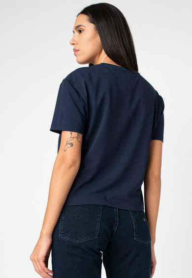 Tommy Jeans Badge crop póló logós foltrátéttel a mellrészen női