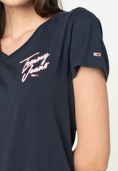 Tommy Jeans Organikuspamut póló V alakú nyakrésszel és hímzett logómintával női