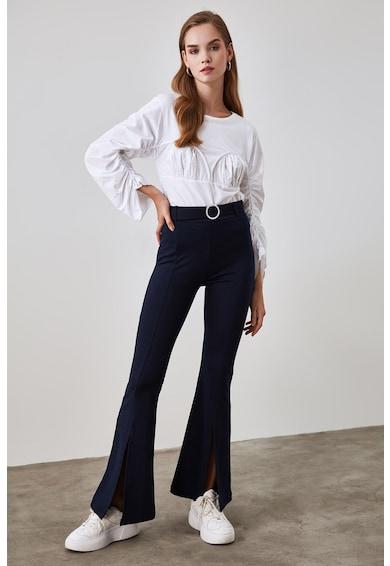 Trendyol Bővülő fazonú nadrág hasítékokkal az elején női
