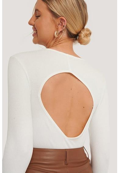 NA-KD Kerek nyakú blúz kivágásokkal a hátulján női