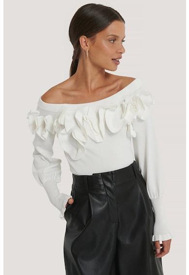 NA-KD Ejtett vállú pulóver fodrokkal női