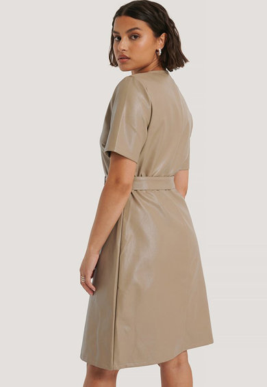 NA-KD Műbőr ruha övvel női