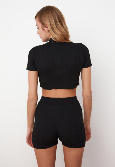 Trendyol Set de bluza crop tricotata si pantaloni scurti - 2 piese Femei
