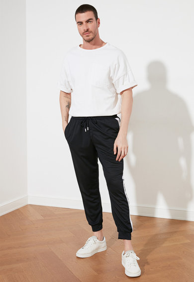 Trendyol Pantaloni sport conici cu benzi laterale contrastante Barbati