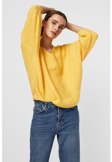 Vero Moda Пуловер Julie с шпиц и свободна кройка Жени