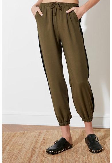 Trendyol Pantaloni jogger din lyocell cu benzi laterale contrastante Femei
