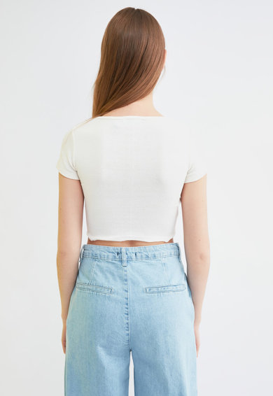 Trendyol Bluza crop din jerseu cu nasturi decorativi Femei