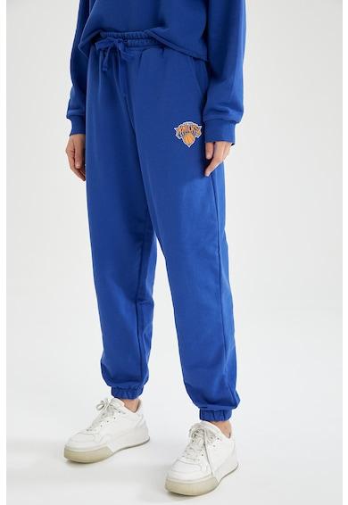 DeFacto Pantaloni sport relaxed fit cu imprimeu cu tematica NBA Femei