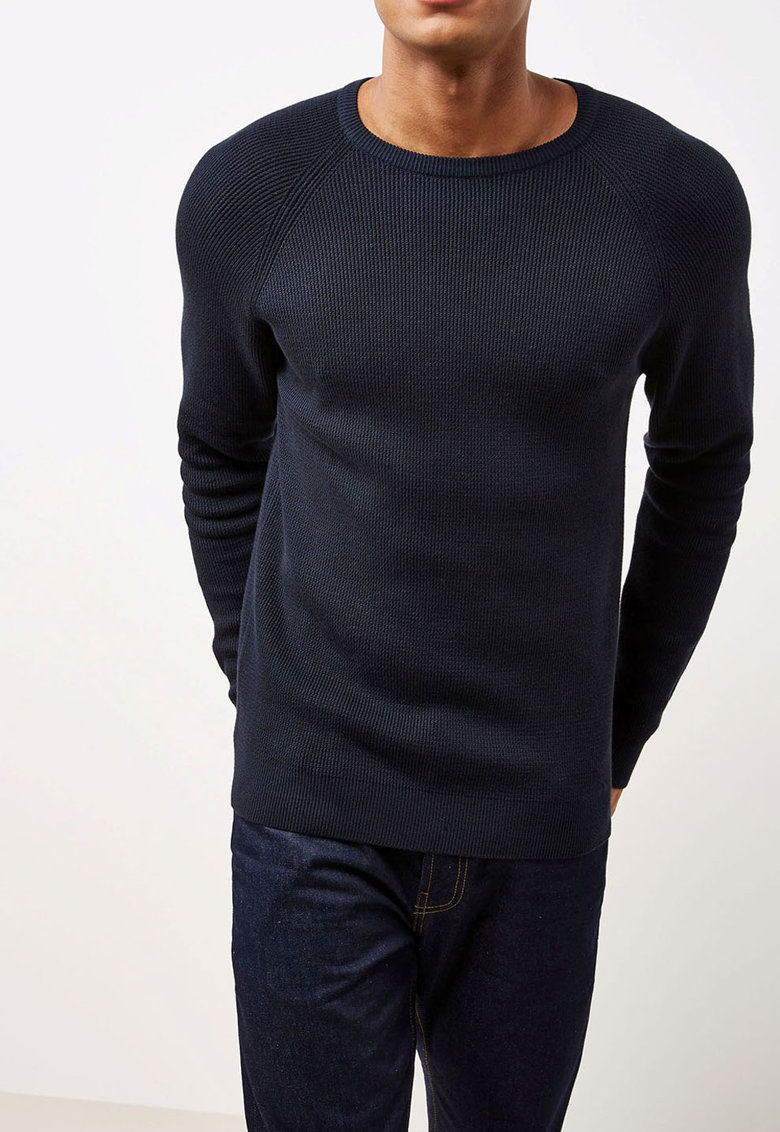 Bluza cu decolteu la baza gatului si striatii