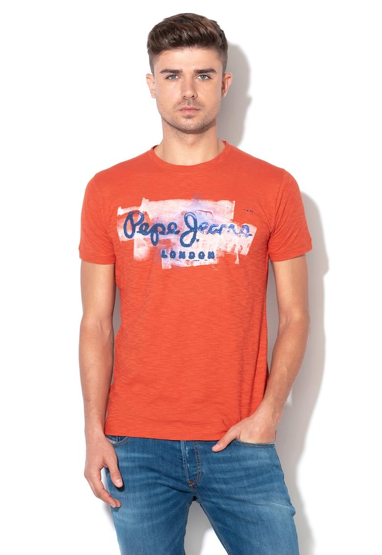 Tricou slim fit cu logo Golders – rosu caramiziu de la Pepe Jeans London