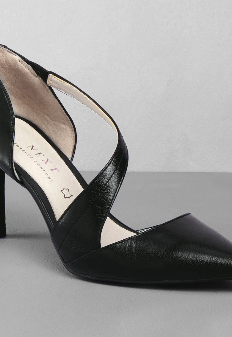 Pantofi de piele cu varf ascutit imagine fashiondays.ro