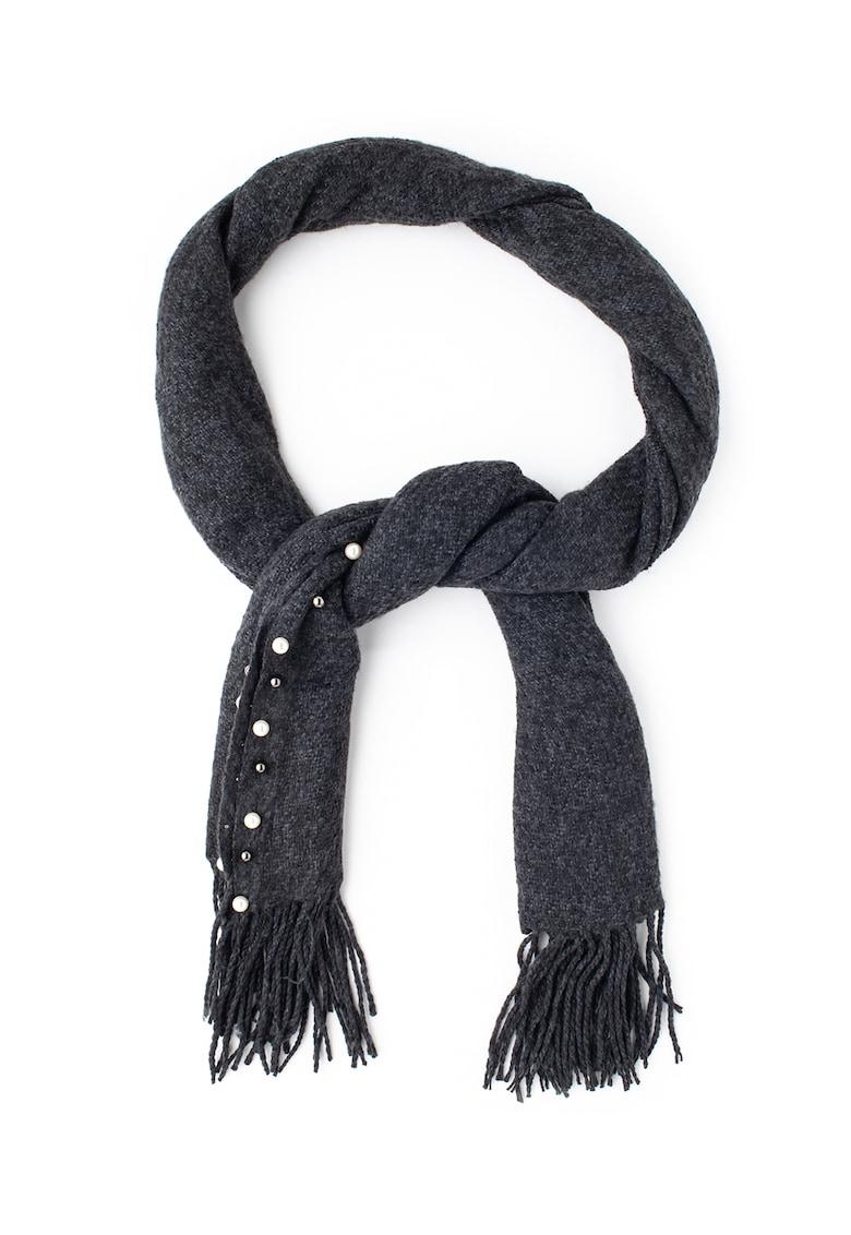 Sal tricotat cu decoratiuni si franjuri