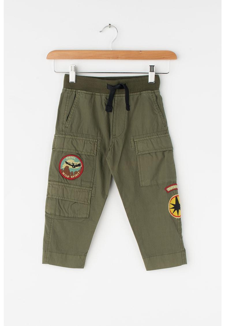 Pantaloni cargo cu aplicatii