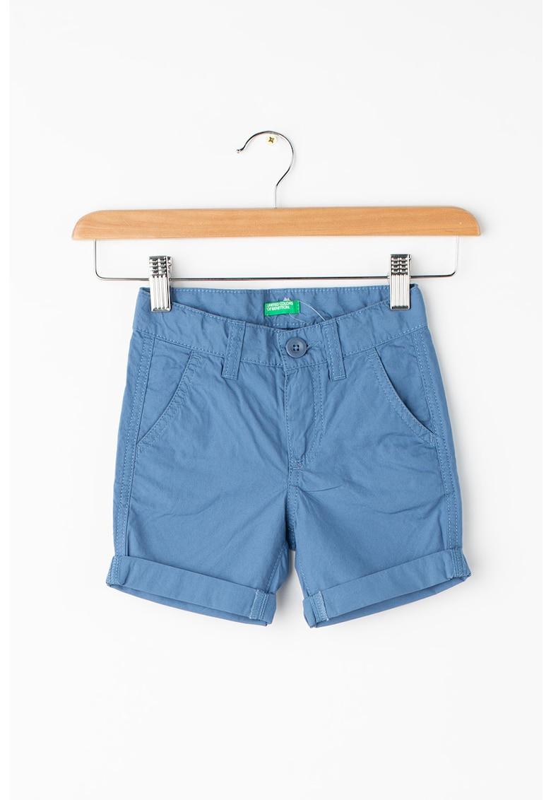 Pantaloni scurti cu terminatii rasucite de la United Colors of Benetton