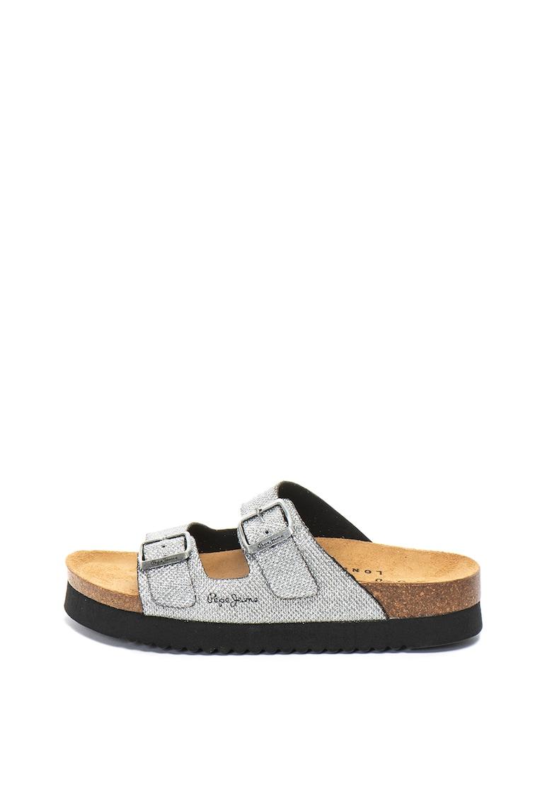 Papuci cu aspect stralucitor
