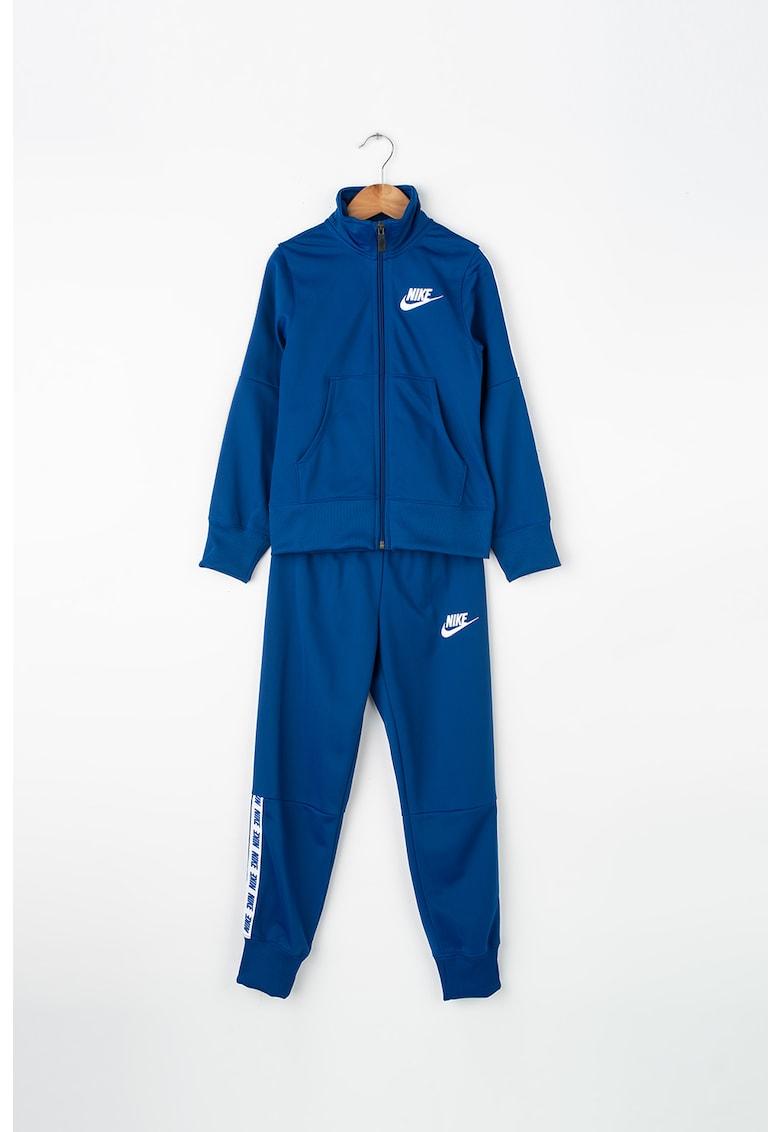 Trening cu detaliu logo brodat de la Nike