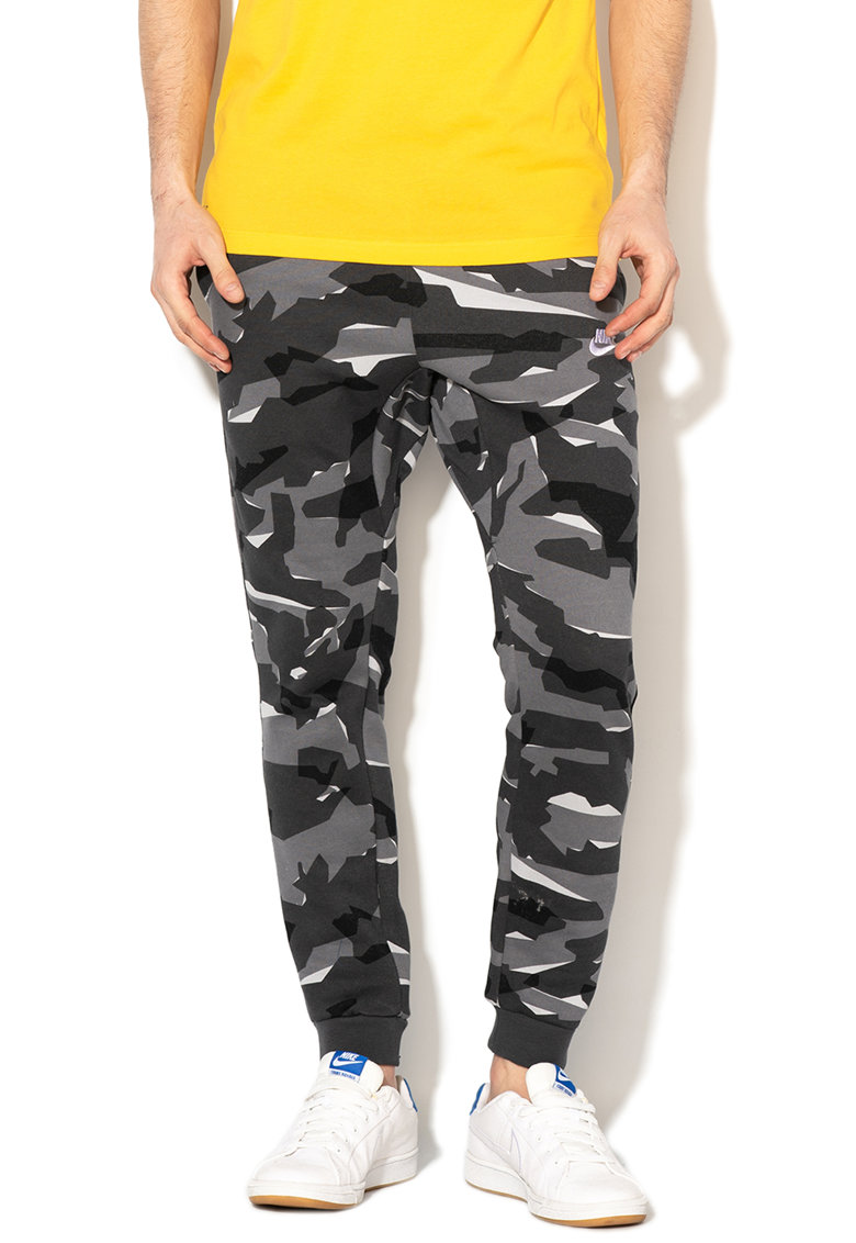 Pantaloni sport cu model camuflaj si snur Nike