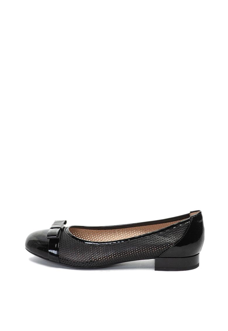 Pantofi cu talpa joasa de piele ecologica cu aspect lacuit Wistrey