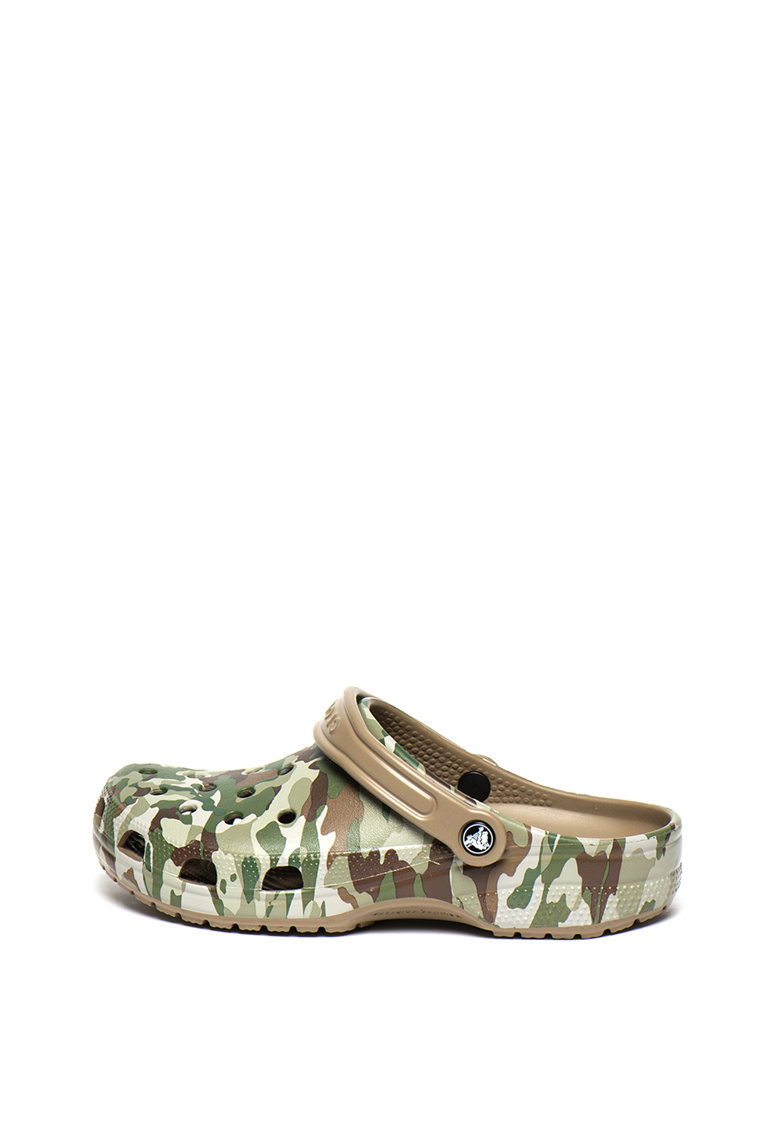 Saboti slingback roomy fit cu model camuflaj de la Crocs