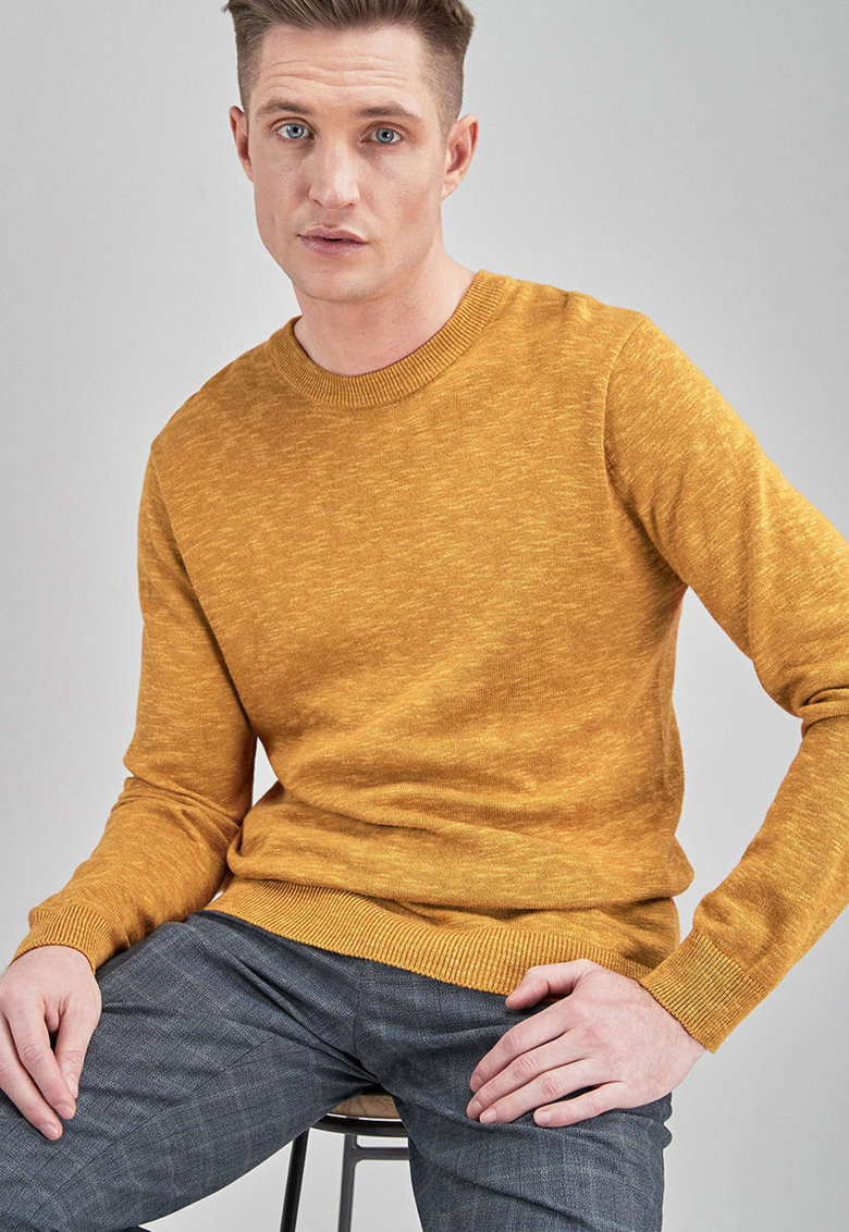Pulover tricotat fin cu decolteu la baza gatului de la NEXT