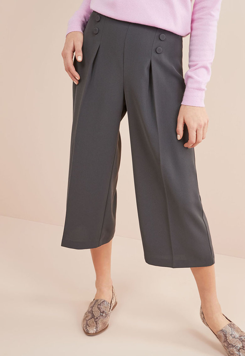 Pantaloni culotte cu pliuri pe partea din fata