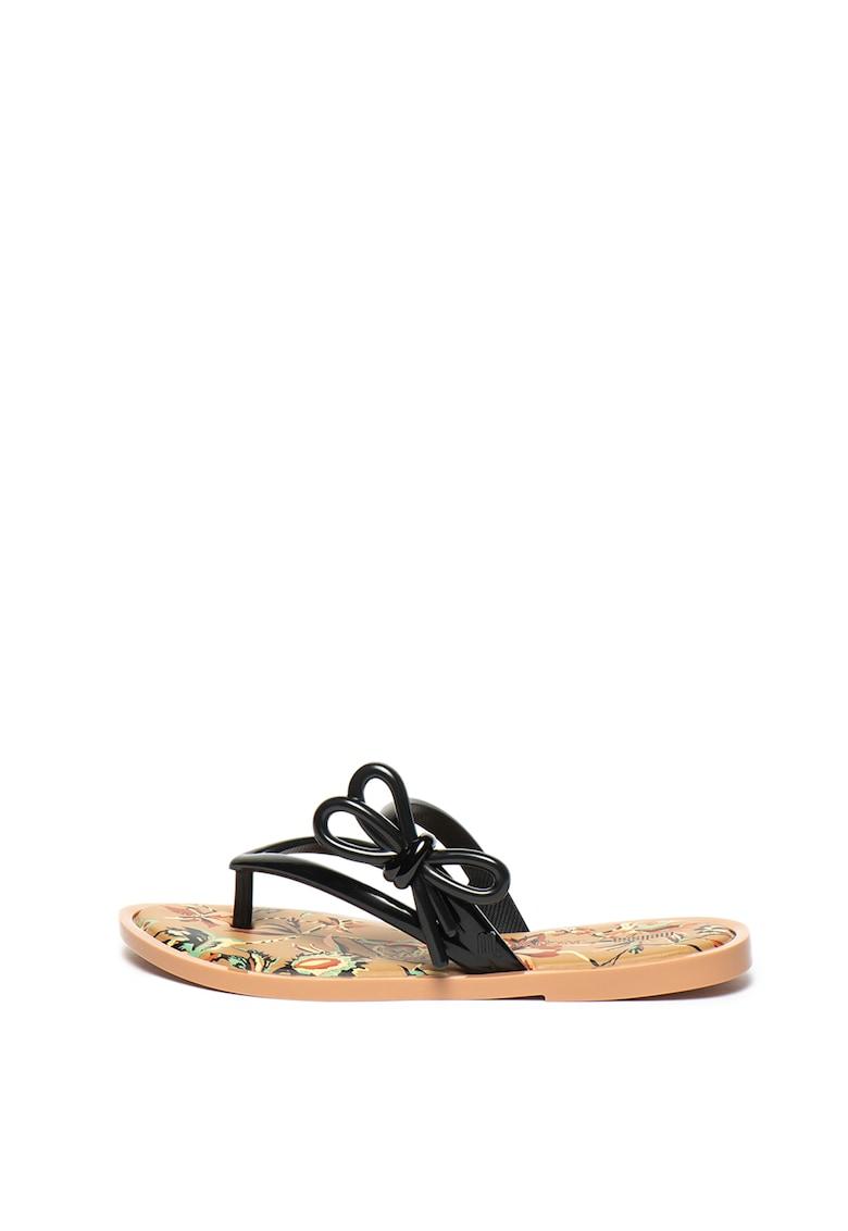Papuci flip-flop din material cauciucat - cu model floral imagine promotie
